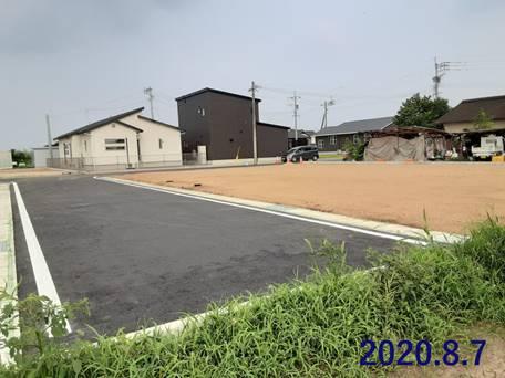 屋外, 草, 道路, ストリート が含まれている画像  自動的に生成された説明